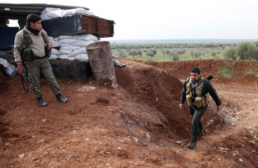 Turkey-backed Free Syrian Army fighters take up position near Menagh