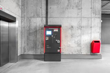 Parkschein-Automat im Parkhaus