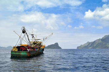 Fishing boat in the Bakuyte Bay (Рыболовный баркас в заливе Бакуит)