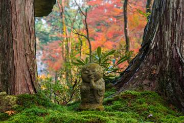 京都大原 三千院の紅葉 わらべ地蔵