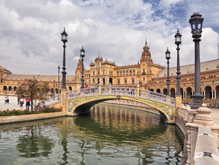 Canales y puentes en la Plaza de España. Sevilla