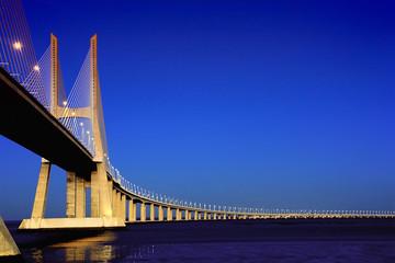 Ponte Vasco da Gama sobre o Rio Tejo em Lisboa
