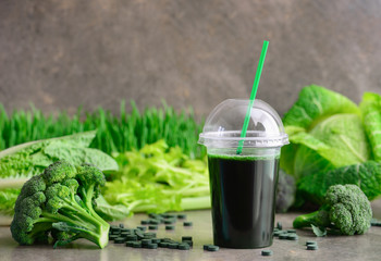 Green detox smoothies with spirulina