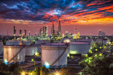 Fotobehang Las Vegas Oil and gas industry - refinery at sunset - factory - petrochemical plant