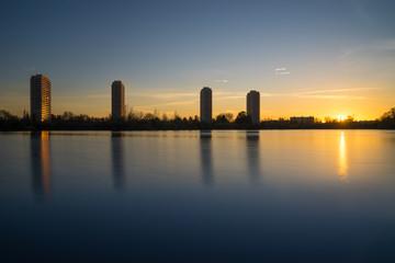 Höchhäuser in Ludwigshafen am Rhein zum Sonnenuntergang