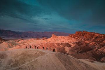photographes en action au lever du soleil