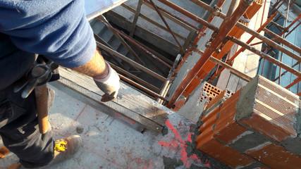Cantiere edile e lavori in corso - muratore