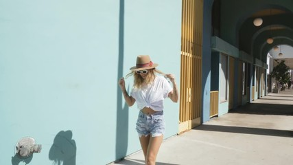 Wall Mural - young fashionista girl with sunglasses. california lifestyle