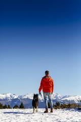un día en la nieve con perro