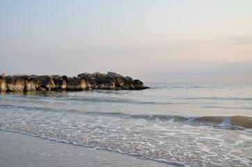 Einsamer Strand an der adriatischen Küste