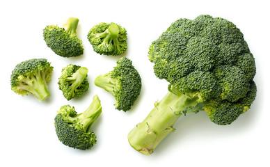 Papiers peints Legume Fresh broccoli on white background