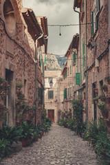 Klimatyczna uliczka z efektem 3D - Majorka, Hiszpania