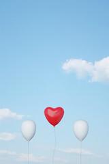 Roter Herz Ballon als Symbol für Liebe