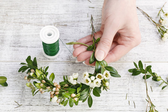How to make easter wreath with buxus and chamelaucium (wax flower) tutorial