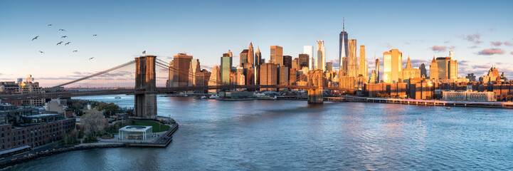 Fototapete - East River mit Blick auf Manhattan und die Brooklyn Bridge, New York, USA