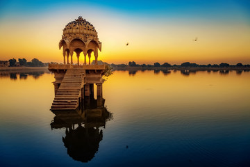 Fototapete - Gadisar Lake Jaisalmer Rajasthan at sunrise with ancient architecture.