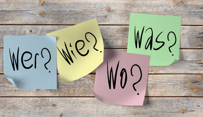 Obraz Wer, Was, Wo, Wie, Fragen auf Notizzetteln - fototapety do salonu