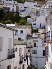Setenil de las Bodegas , pueblo blanco  de Cádiz, Andalucía (España)  declarado Conjunto Histórico con entramado de casas cueva