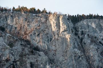 Teilabschnitte der Felswände der hohen Wand