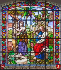 Fototapete - LONDON, GREAT BRITAIN - SEPTEMBER 15, 2017: The Jesus and Samaritans at well scene on the satined glass of St James's Church, Clerkenwell.