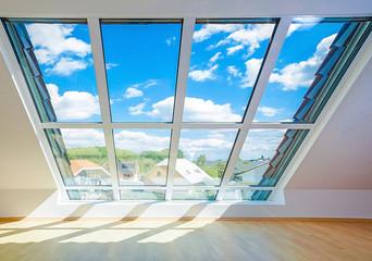 helles sonnendurchflutetes Dachfenster