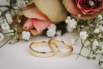 wedding rings macro close up