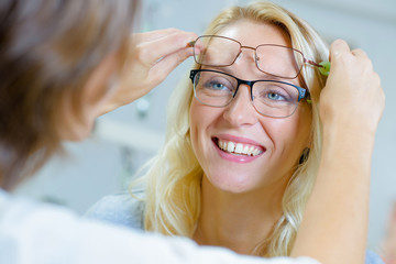 knowing the right frame of eyeglasses