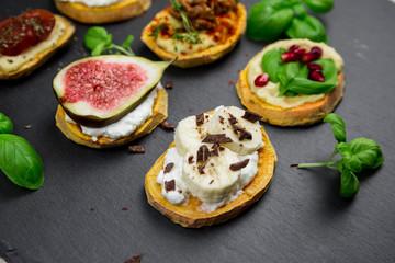 Fototapeten Vorspeise Süße und herzhafte Süßkartoffeltoasts