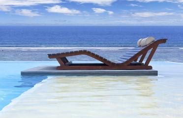 piscine à débordement avec vue sur lagon