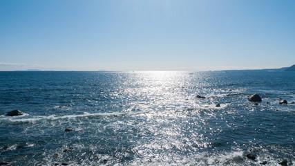 静岡県賀茂郡東伊豆町稲取から望む伊豆諸島です。左から新島、式根島、神津島です。