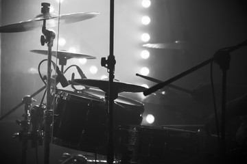 Live music photo, drum set with cymbals