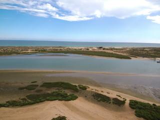 Cabanas de Tavira en Portugal, localidad costera de Tavira en el distrito de Faro, región del Algarve