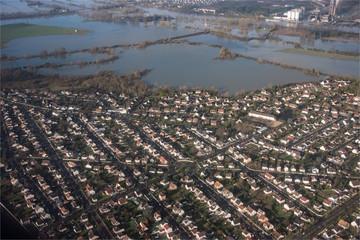 Vue aérienne des inondations de la Seine près de Mantes en aval de Paris