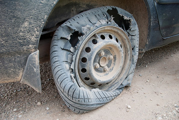 WHAT TO DO WHEN YOU HAVE A TYRE BLOWOUT WHILE STILL IN MOTION (SPEED)
