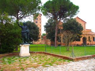 statue de césar, basilica sant apollinare à classe, émilia romagna, italie,
