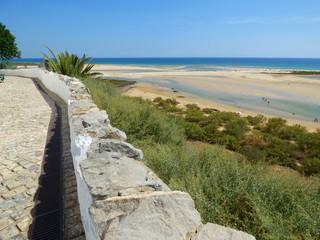 Playa de Cacela Cacela Velha  en Portugal, localidad costera  del Algarve, en la zona del Parque Natural de Ria Formosa  perteneciente a Vila Real de Santo António
