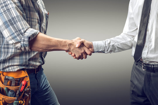 handshake between architect and contractor