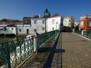 Tavira (Portugal) ciudad portuguesa de la costa del Algarve  que desemboca en las lagunas del parque natural de Ría Formosa