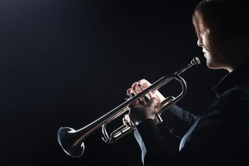 Keuken foto achterwand Muziek Trumpet player. Woman trumpeter