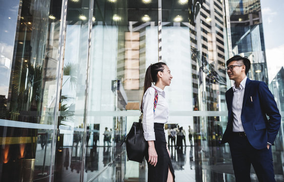Asian business people in a city