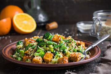 quinoa with tofu and vegetables