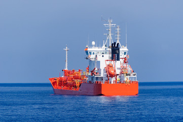 Trikwassertanker versorgt die Äolischen Inseln