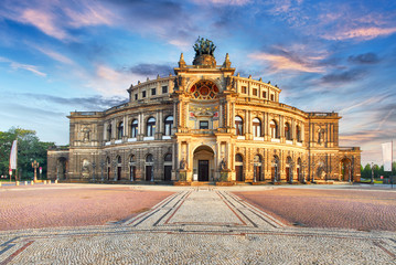 Ingelijste posters Theater Semperoper opera building at night in Dresden