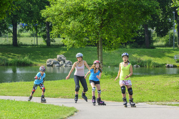 mit den Kids beim Skaten im Stadtpark Wall mural