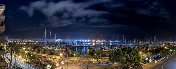 Blick in den Yachthafen vom Paseo Maritimo in Palma de Mallorca