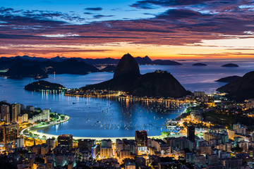 Wall Mural - Rio de Janeiro city just before sunrise with city lights on, and the Sugarloaf Mountain in the horizon