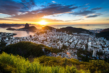 Fototapete - Beautiful colorful sunrise of Rio de Janeiro, as seen from Dona Marta observation point