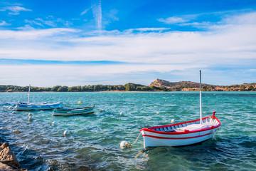 Vue sur les bateaux de pêche et les Iles Paul Ricard à Six-Fours-les-Plages