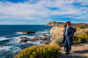 Femme sur les Iles du Gaou à Six-Fours-les-Plages, le Brusc