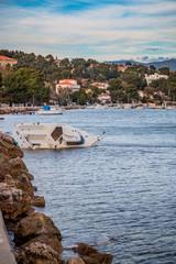Bateau échoué dans la Baie du Lazaret à La Seyne-sur-Mer